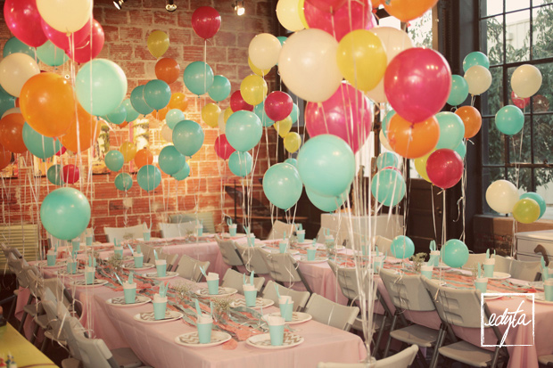 Diy leah 39 s surprise 30th balloon birthday party edyta for Balloon decoration color combinations